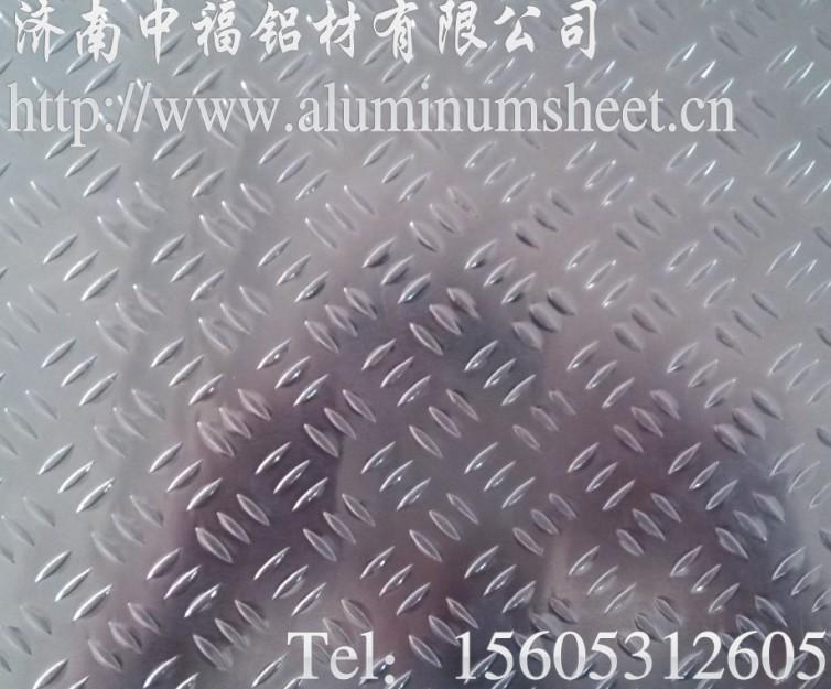 菱形花纹铝板有大菱形花纹铝板和小菱形花纹铝板 我公司生产的桔皮