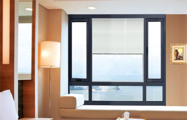 &nbsp 佐治亚品牌门窗平开窗的产品说明: 平开窗是指合页(铰链)安装于门窗侧面向内或向外开启的门窗.平开窗的开启面积大通风好隔音保温抗渗性能优良内开式的擦洗方便外开式的开启时不占空间.平开窗的抗风压力较好.而且平开窗一般还采用密封胶条密封开启扇的部位的还较多的采用两点锁或天地锁进行锁紧密封。使其密封保温性能较佳.