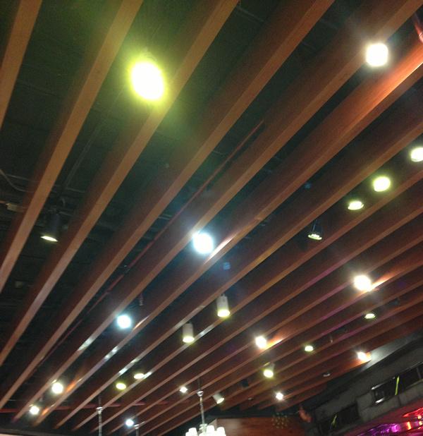 供应学校走廊吊顶白色铝方通图片