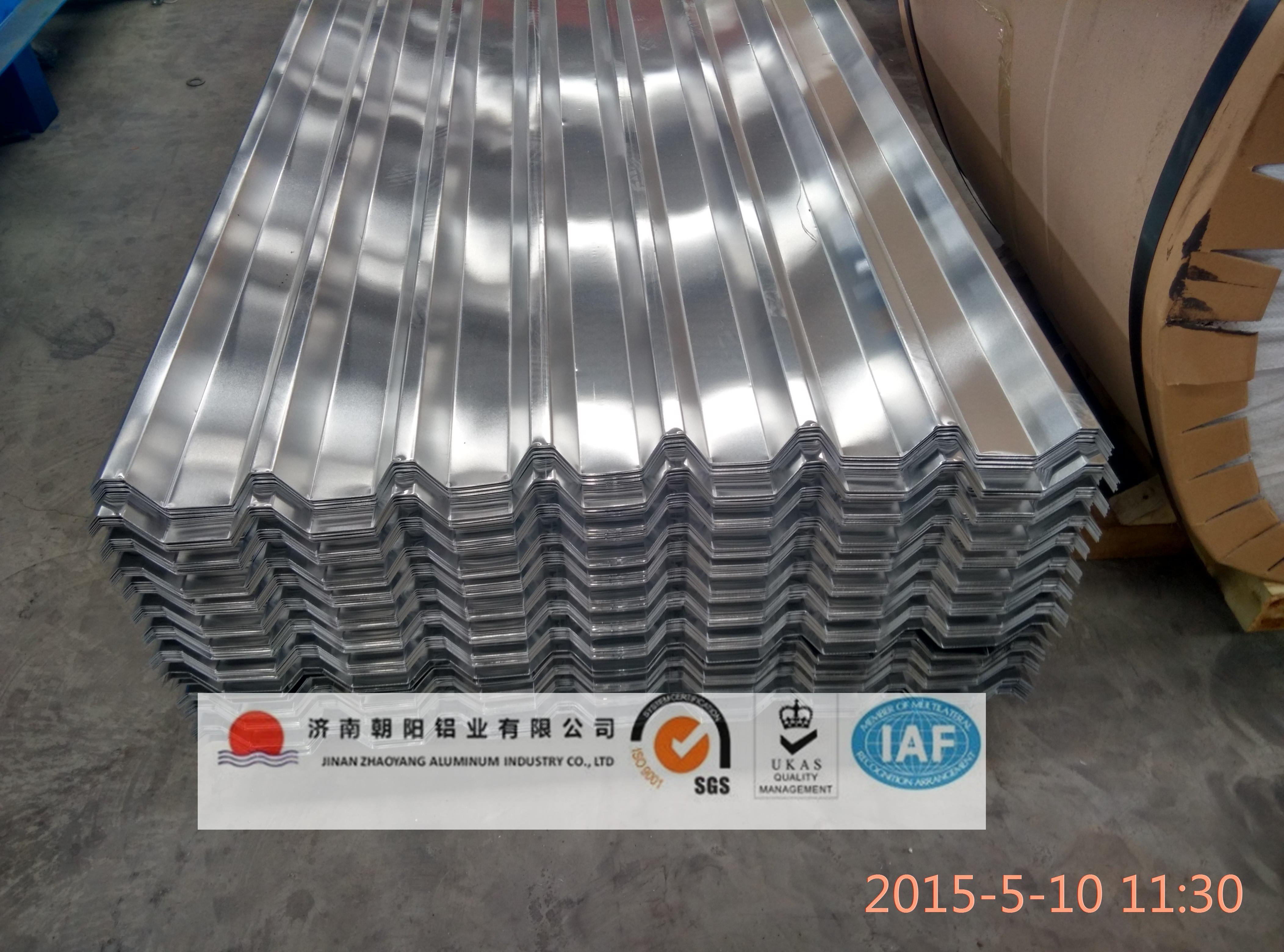 3A21材质防腐防锈铝合金压型铝瓦 3A21合金压型铝瓦也能用3003材质的代替,因为3a21和3003牌号中锰的含义是一样的 稍微有点区别的铜含量:3003是0.02-0.2,3A21是不超过0.2,所以3003的完全可以代替 3A21的 如何选择瓦楞铝板(铝瓦)合金及颜色合金选择:铝瓦用铝合金化学成分参照国家标准GB/T 3190-2006标准,按照合金成分,1050及1060属于纯铝,铝含量在99.