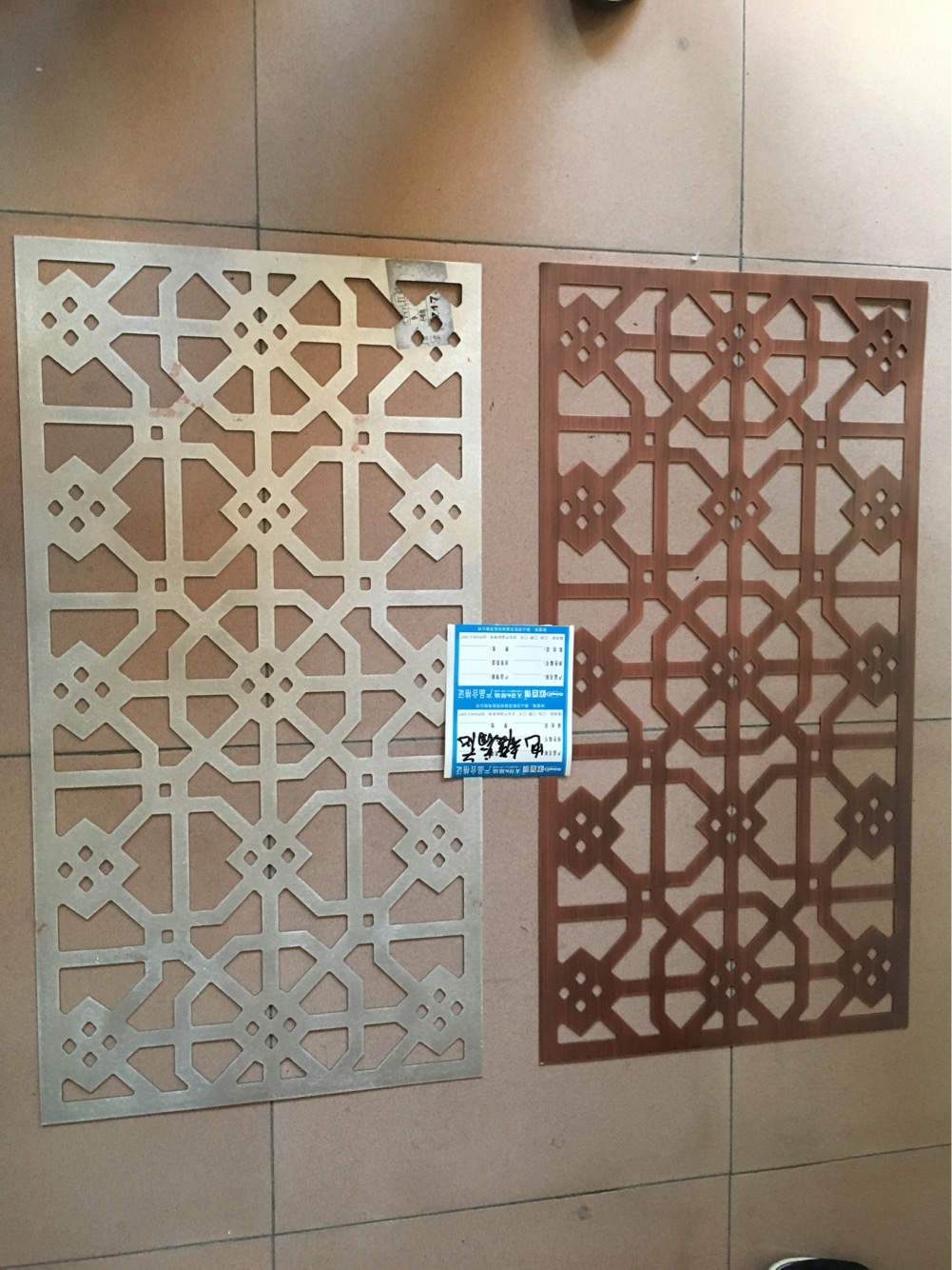 佛山市欧百建材科技有限公司始建于21世纪,位于佛山市南海区里水镇,公司占地5万平方米。欧百建材是集研发、生产、销售于一体的建材公司,其主要产品有铝天花和铝幕墙2大系列,系列包含以下七大产品:双曲铝单板、弧形铝单板,拉伸网、木纹铝方管,铝挂片,U型铝方通、铝条扣板,铝扣板,铝蜂窝板,铝格栅等品种齐全;公司凭借一流的设备,卓越的品质和优质的服务及产品质量的保障,使欧百建材产品深受全国消费者的信赖,产品畅销国内23个省及市。 欧百建材当前主要产品有:氟碳铝单板,造型铝单板,铝单板幕墙,木纹铝单板,白色烤漆铝单板