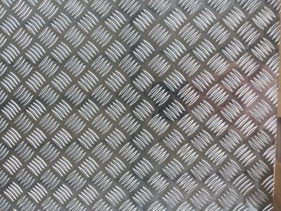 铝花纹板五条筋花纹铝板现货处理