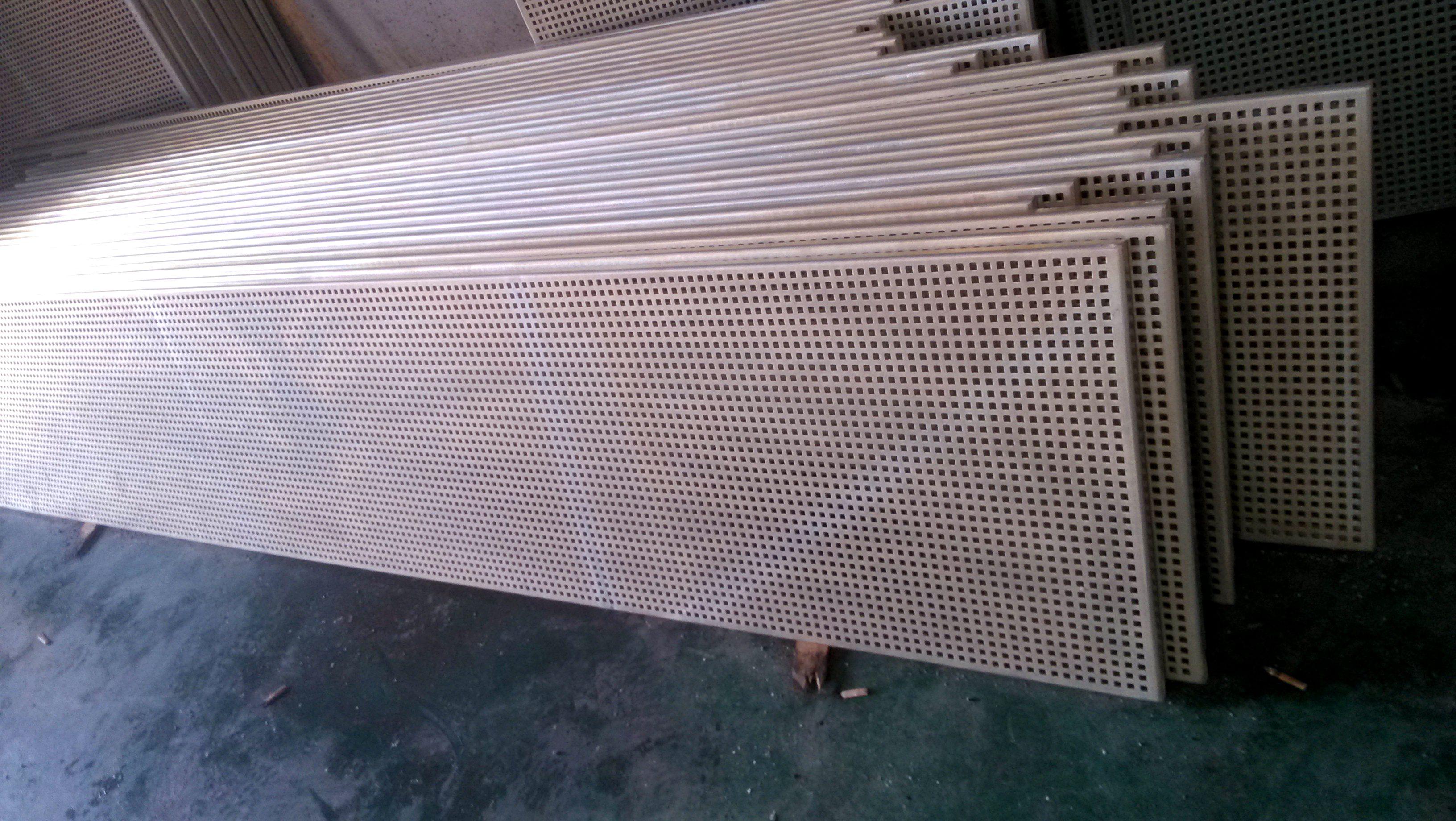 穿孔天花板,桌椅冲孔板及各种冲孔网筛;可以在铝板
