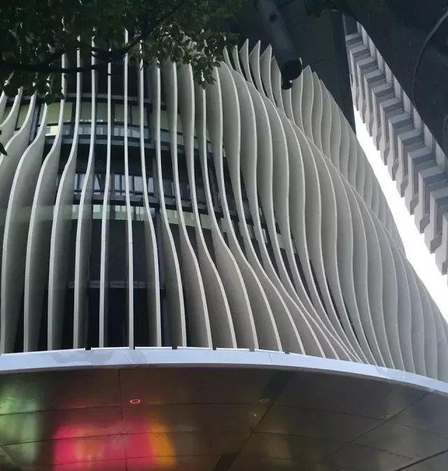 【建筑外墙立面弧形格栅装饰造型(图)】