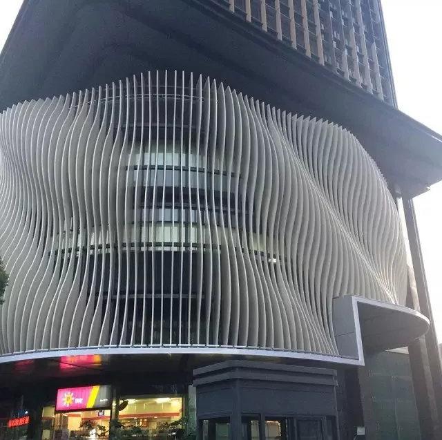 建筑外墙立面弧形格栅装饰造型