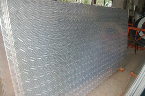 厂家直销五条筋花纹铝板地板防滑铝板批发