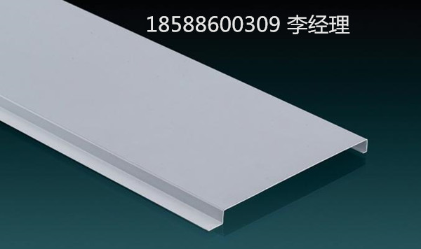 铝扣板的表面处理有好多种:静电粉末喷涂,滚涂,聚脂,氟碳,木纹,石纹