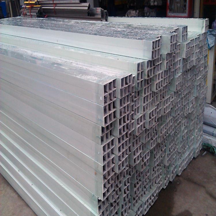 深圳市星火铜业有限公司主要经营的铝材产品有:厚度0.012—500mm,宽度为10—2100mm的铝板带材、铝卷材(板材长度为:700—6500mm,(可根据要求腹膜);0.015-0.145*1300mm空调箔;0.15-0.2*500mm电缆箔;0.02-0.05mm包装箔。主要可生产材质: 1100、1145、1050、1060、1070、1200、3003、3A21、3004、3005、3105、5052、5005、5A06、5083、5754、5A02、518