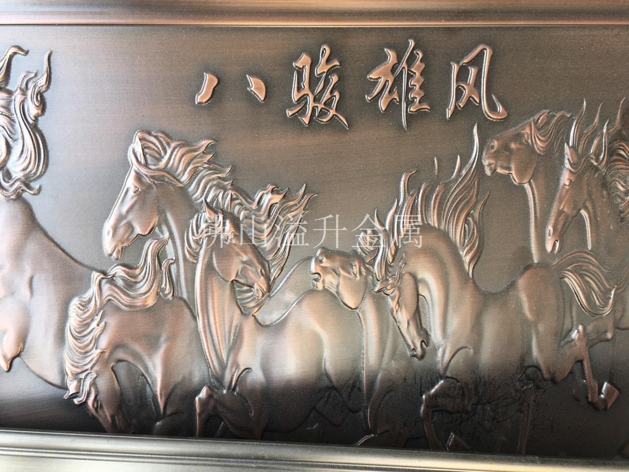 厂家供应铝雕花花格 新款铝雕花屏风订做 镂空铝单板是以高等级铝合金为主要材料,按工程现场设计的尺寸、形状和构造形式经过数控折弯等技术成型,确保板材在加工后能平整不变形,并在其表面氟碳喷涂的基础上制作间距比例大小一致网格的一种高档金属装饰材料,使得拉网铝单板更能满足客户的要求。