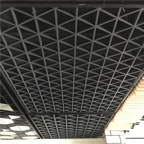 格栅天花吊顶系统通风效果好,防火性能高,安装简单,结构精巧,层次丰富