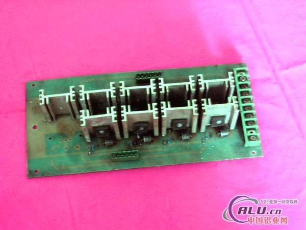 空调电路板上rc是什么电子元件?