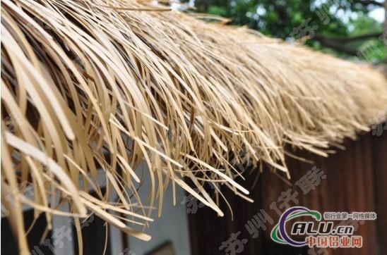 是仿天然茅草房屋最理想的装饰材料