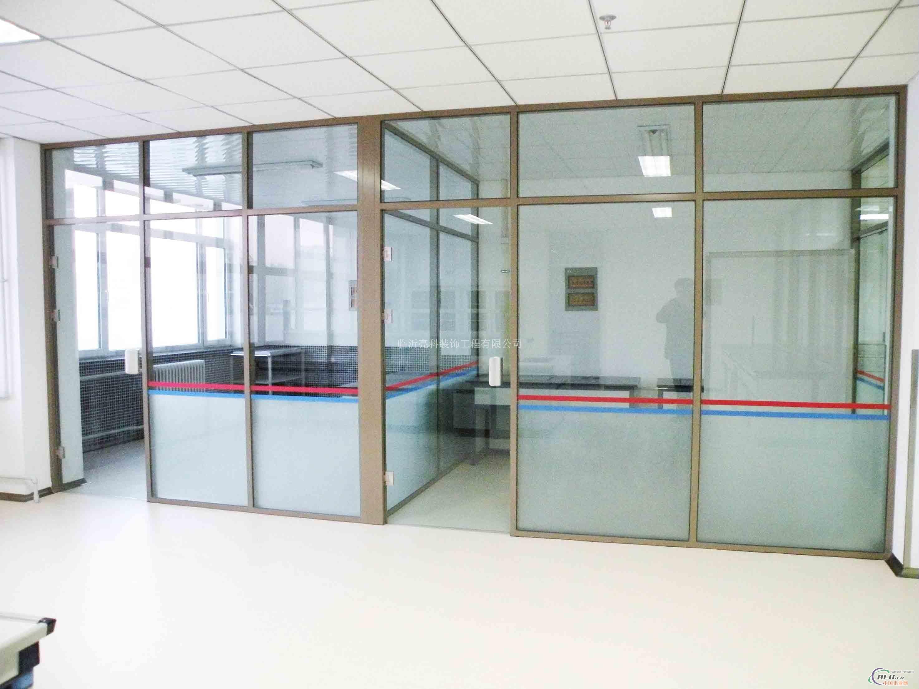 济宁现代高隔间玻璃隔断风