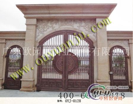门头采用拱型设计与别墅建筑的弓型相得益彰