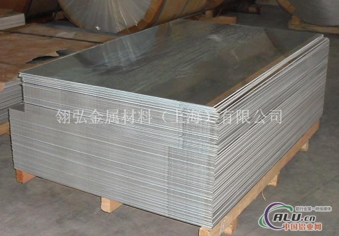 抗腐性AL6063铝板,进口合金铝板,AL6063铝板批发,进口合金铝板 6061 6061属热处理可强化合金,具有良好的可成型性、可焊接性、可机加工性和,同时具有中等强度,在退火后仍能维持较好的操作性. 6061合金的主要合金元素是镁与硅,并形成Mg2Si相。若含有一定量的锰与铬,可以中和铁的坏作用;有时还添加少量的铜或锌,以提高合金的强度,而又不使其抗蚀性有明显降低;导电材料中还有少量的铜,以抵销钛及铁对导电性的不良影响;锆或钛能细化晶粒与控制再结晶组织;为了改善可切削性能,可加入铅与铋。在Mg2Si