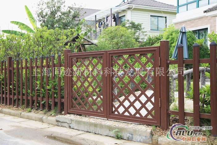 园林小品木纹铝合金庭院门
