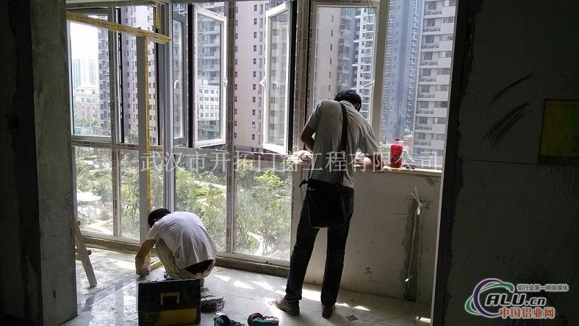 铝木复合门窗产品:欧式纯实木门窗