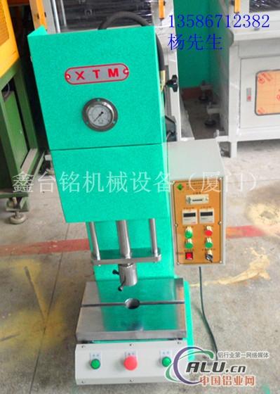 小型单柱液压机图片