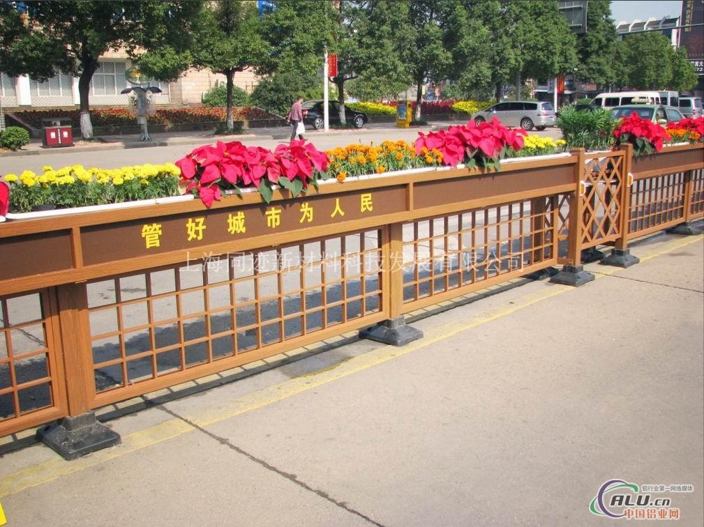 园林小品仿木铝合金道路护栏图片