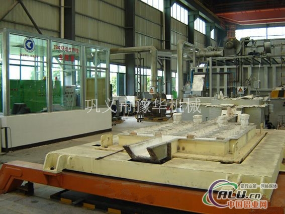 国际先进液压铸造机图片
