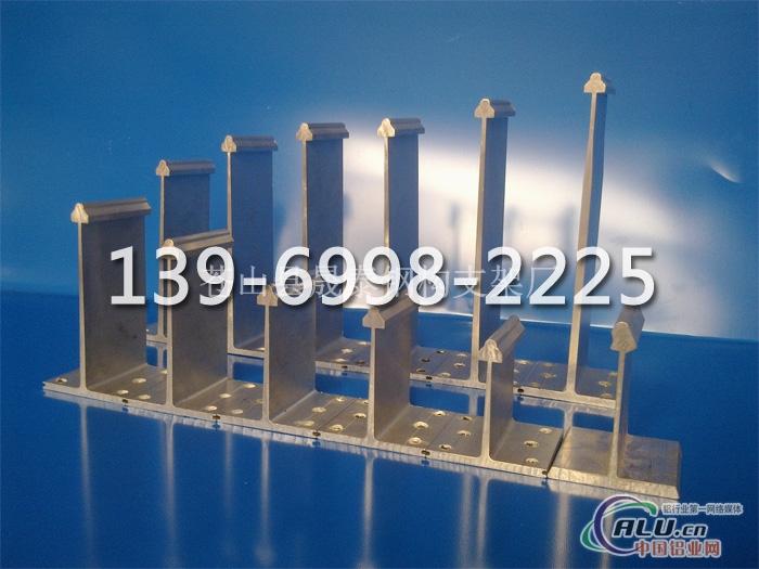 专业致力于新型轻钢结构屋面的研发和制造.