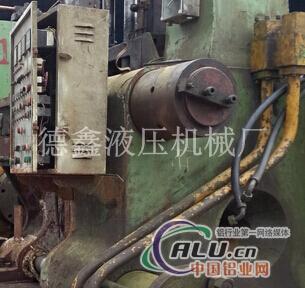 1800吨台湾挤压机