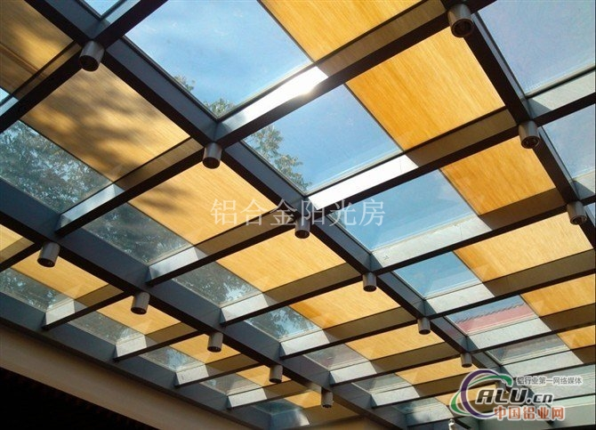 木结构屋顶开窗