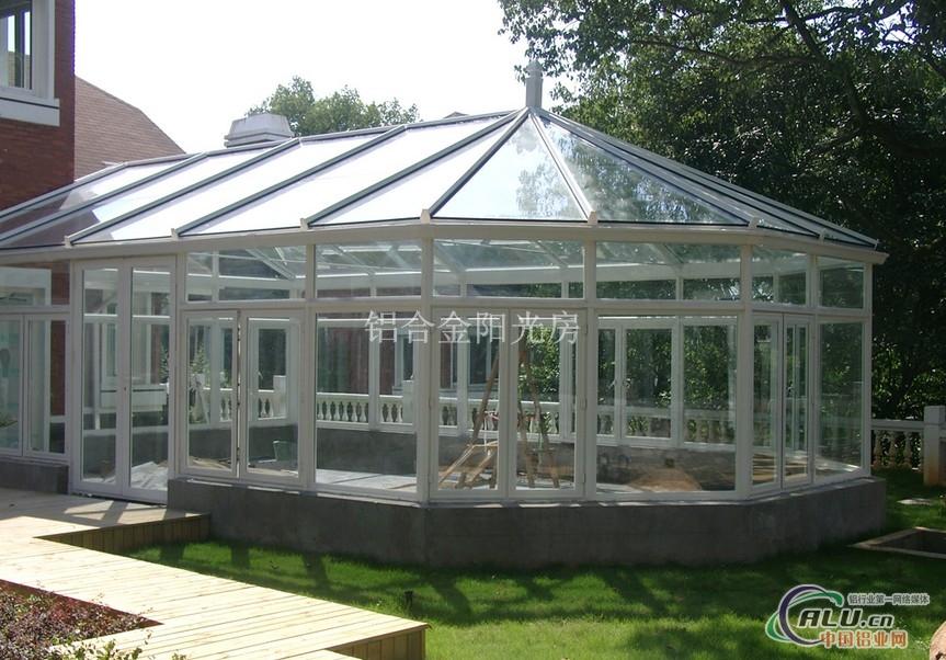 阳光房按结构分类:钢结构阳光房,铝结构阳光房,钢铝结构阳光房,木