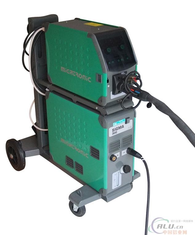 """脉冲铝焊机/自动送丝铝焊机--丹麦米加尼克sigma300 SIGMA系列全数字化焊机,采用IGBT逆变和软开关控制技术,Canbus通讯方式,DSP控制技术,米加尼克最新技术发展的体现,据有世界一流水平,焊接性能优异,满足了多领域的要求。 同体式或分体式积木结构,可在一套设备上实现多种功能。特殊的承载小车可以承载两个送丝机,甚至三个,如P系列TIG焊机和Zeta等离子切割机,可以形成不同功能的完美结合。 荣誉 SIGMA系列焊机式米加尼克全新设计的新一代焊机,获得欧洲""""iF2006设计大奖&"""
