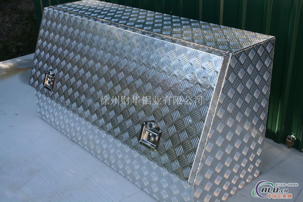 花纹铝板铝型材加工制品