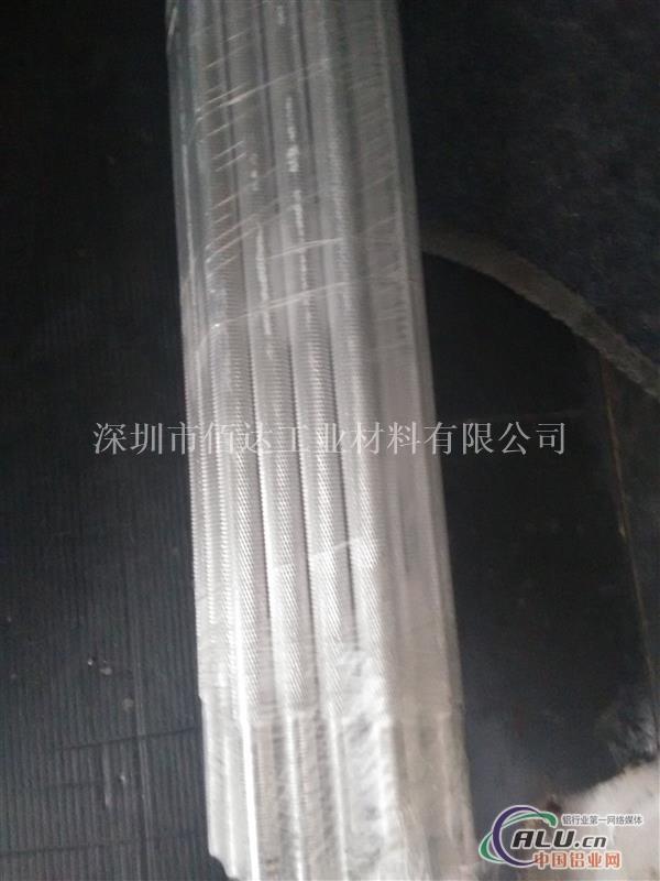 品名:铝棒,直纹铝棒,网纹铝棒,滚花铝棒,拉花铝棒 圆形铝棒,六角铝棒,四方铝棒,扁铝排 型号:6061.6063 加工:直纹,网纹,滚花,拉花 纹路:0.8 1.0 1.2 1.5MM 单根长度:2米(或者2.5米) 特性: 6061铝棒代表用途包括航天固定装置、电器固定装置、通讯领域,也广泛应用于自动化机械零件、精密加工、模具制造、电子以及精密仪器、SMT、PC板焊锡载具等等。 简介 属热处理可强化合金,具有良好的可成型性、可焊接性、可机加工性和,同时具有中等强度,在退火后仍能维持较好的操作性.