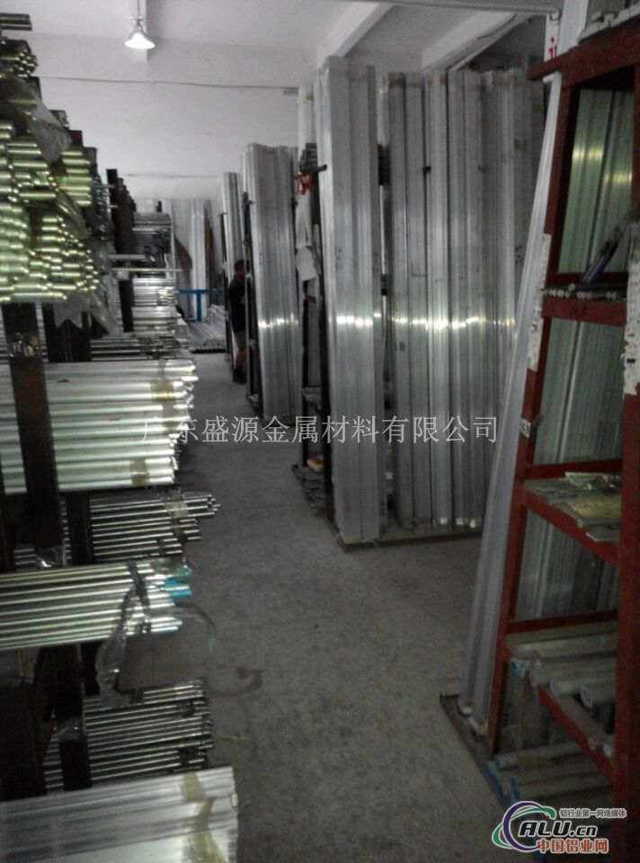 广东盛源金属材料有限公司专业生产销售5052氧化铝排,2117耐磨硬铝排,2024铝排,氧化铝排,6063铝排,工业用合金铝排,6061铝排,3003铝排,6082铝排,1060排,3a12铝排,耐磨7075铝排,2024铝排,易切削铝排,折弯铝排,5083铝排等。 铝型材介绍 一、按用途可以分为以下几类: 1.