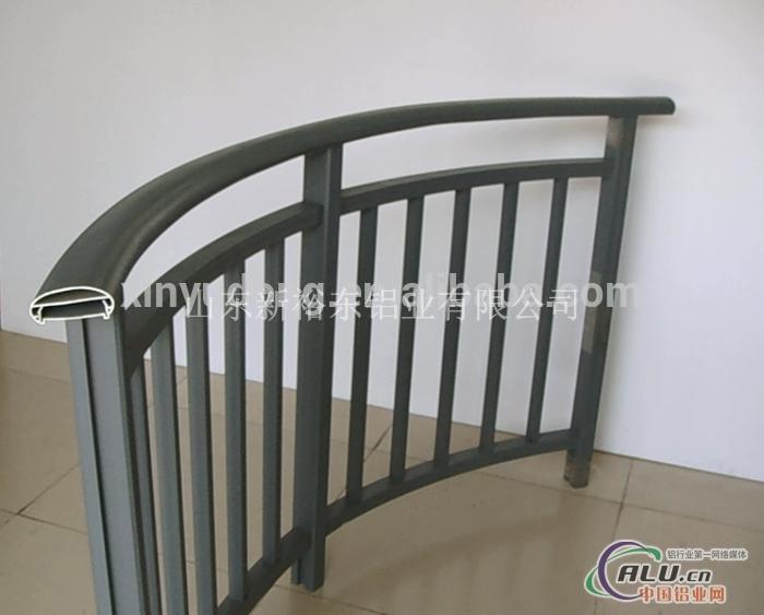 仿木色铝合金楼梯扶手