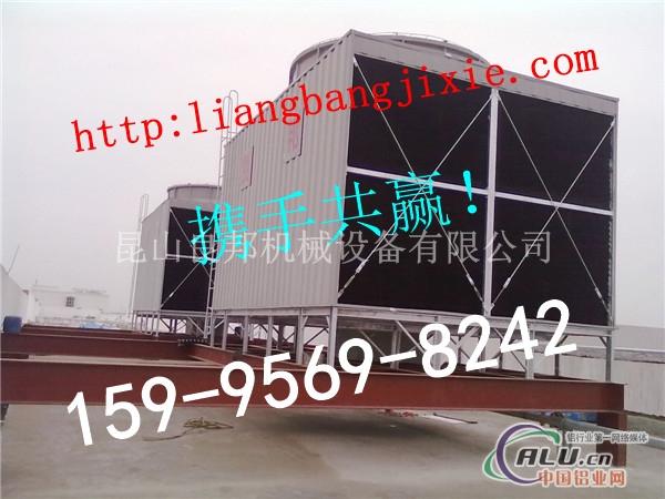 自然通风冷却塔使用的较高的排气烟囱给空气提供了