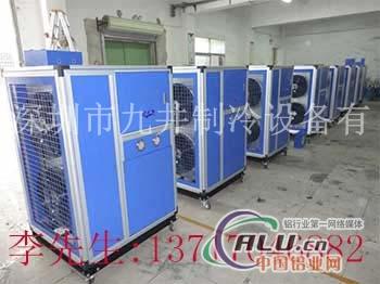 机组配置小型壳管式换热器, 处于最佳运行工作点,产品可靠性高.