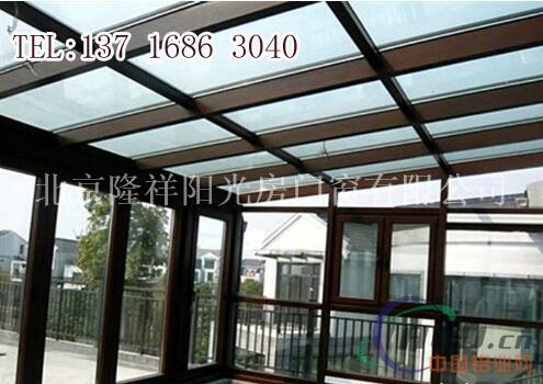 新世界塑钢门窗;钢化玻璃顶和断桥铝窗阳光房以可靠的质量赢得了广大