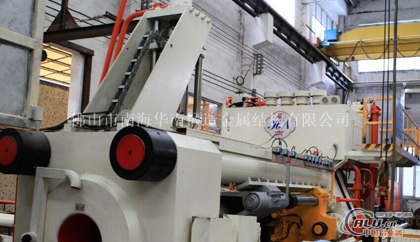 2500T移动挤杆型材挤压机
