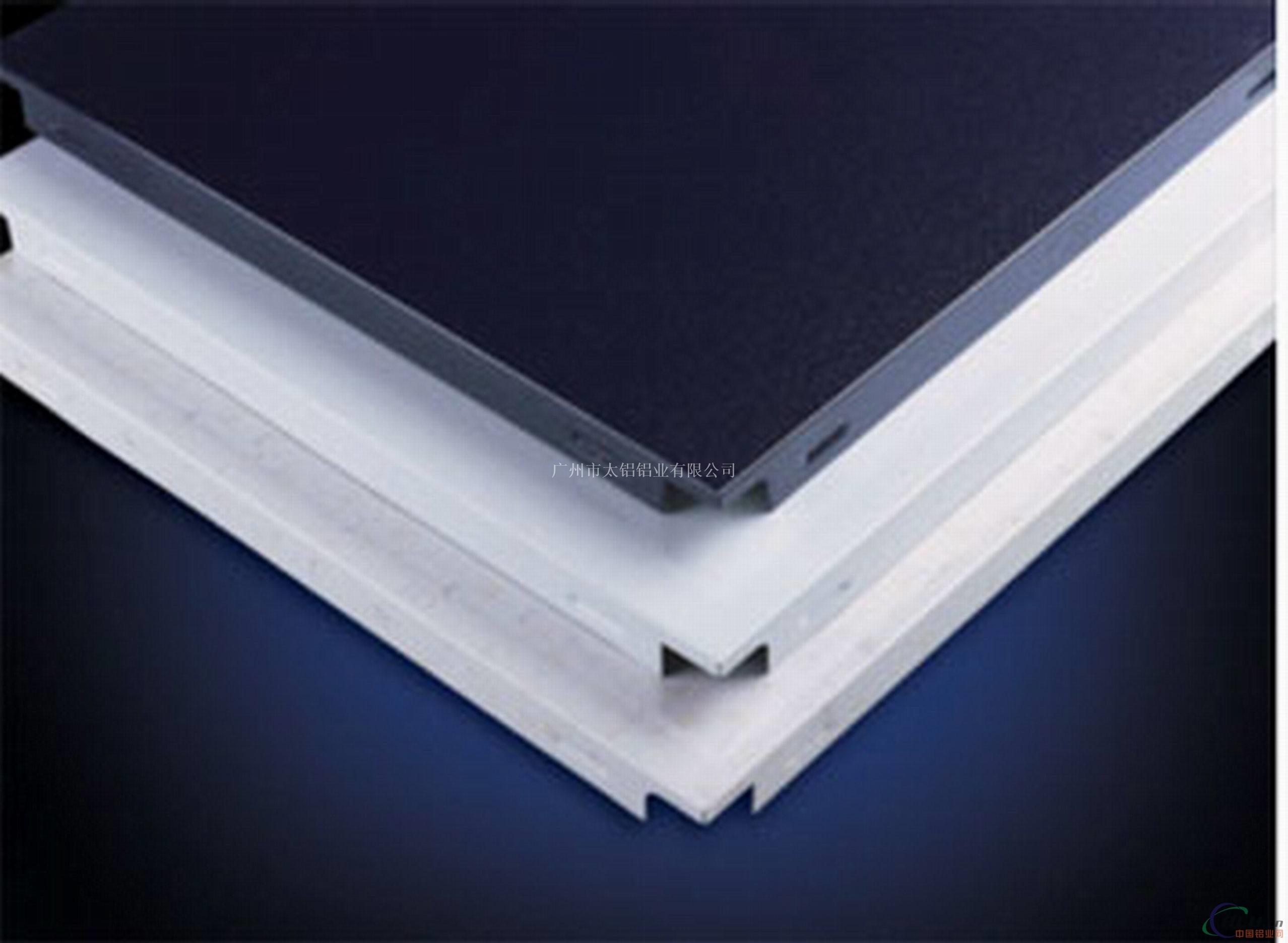 畅销产品吊顶铝扣板生产直销 广州太铝铝业,专业生产铝扣板,天花吊顶铝扣板安装、铝扣板、工程铝方板! 【铝扣板】基本说明 太铝-铝扣板选用优质原生铝合金为原材料,加以表面工艺处理,进而冲压成型。是国际上流行的新型室内装饰产品。它解决了传统吊顶材料存在的许多缺陷,具有:质轻、多彩、吸音、耐火、通风、简便、美观的特点。 太铝铝扣板特点: 1.