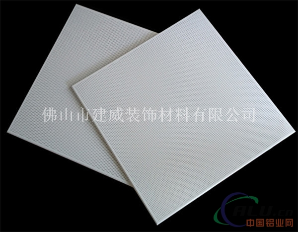 普通粉/聚酯粉/聚酯漆/氟碳漆/仿木纹/仿石纹 材质: 高优质铝合金