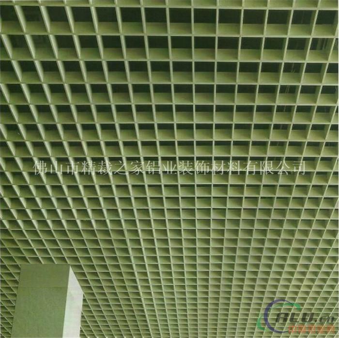 小学学校吊顶装修木纹铝格栅吊顶产品简介:   仿木纹铝天花具有通透性