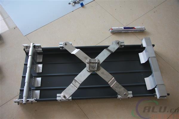 夹具质优价廉的钢结构屋面彩钢瓦脊瓦防水密封胶条65