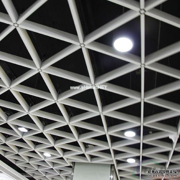 三角形铝格栅现代超市吊顶专业供应产品