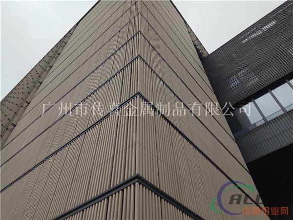 公司产品有;铝单板,铝幕墙,冲孔板,铝网版,铝格栅,铝蜂窝板,铝扣板图片