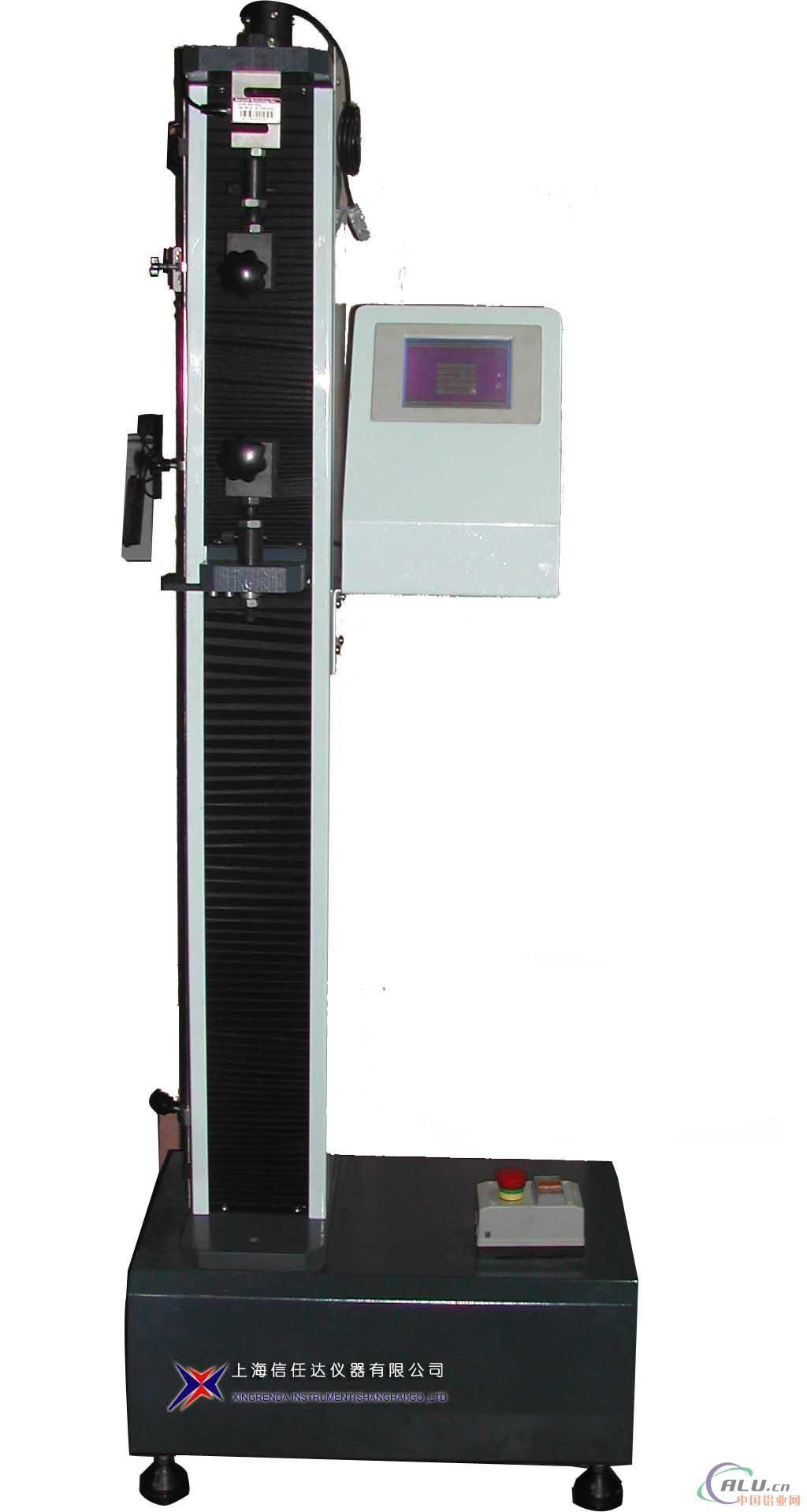 铝棒拉力机工作原理: 铝棒拉力机运用电动马达带动丝杆之设计原理,主要由美国进口力量传感器、伺服驱动器、微处理器、计算机及彩色喷墨打印机构成。高精度伺服调速电动机可设置无级试验速度。各集成构件间均采用插接方式联接。落地式机型 ,造型轻便,操作快捷,尤其适合铝棒薄膜等试验频繁之所用。 铝棒拉力机的功能简介: 具有国内领先技术的材料检测设备。产品适用于非铝块、复合材料,铝棒及制品的拉伸、压缩、铝棒、剪切、撕裂、剥离等物理性能试验。运用windowsxp 操作系统平台,图形图象化的软件界面、灵活的数据处理方式、模