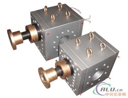 海科熔体泵是一种正位移输送设备,高精度的齿轮间隙和容积式结构设计图片