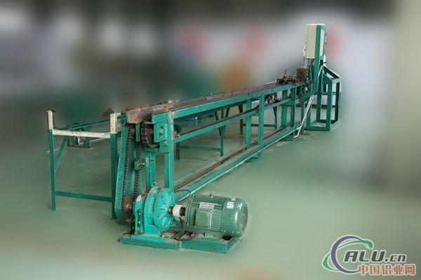 郴州市强旺新金属材料有限公司创建于2005年11月,坐落于湖南省郴州有色金属产业园,是一家集产、学、研于一体,科、工、贸一体化的高新技术企业。公司致力于金属新材料加工技术的研究与开发,设计制造变形铝合金、变形镁合金、变形锌合金连续挤压设备,提供技术服务。 公司占地面积35000平方米,设立了连续挤压生产线及配套设备制造厂;变形铝、镁、锌合金型材加工厂;汽车空调生产厂三个分厂。拥有配套齐全的机加工设备和多条具有在线检测功能的Conform连续挤压自动化生产线。提供LJ300连续挤压生产线及配套设备;加工纯铝