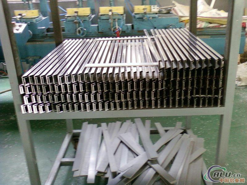 可以根据客户要求生产各种铝合金型材