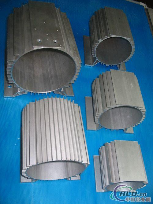 海达4000吨挤压机生产大截面工业型