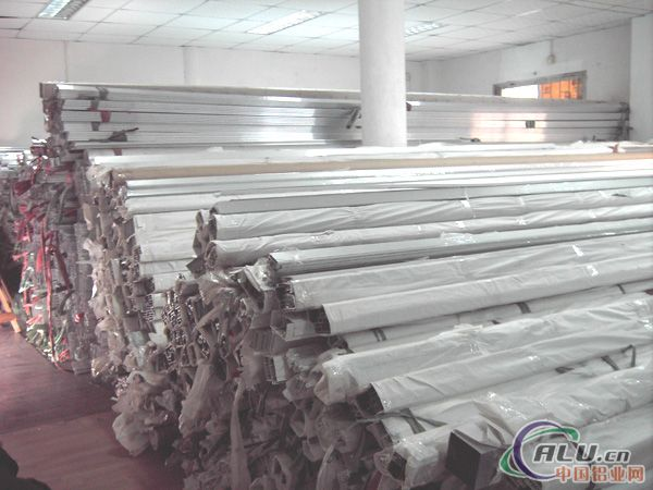 供应国标办公高隔墙铝型材
