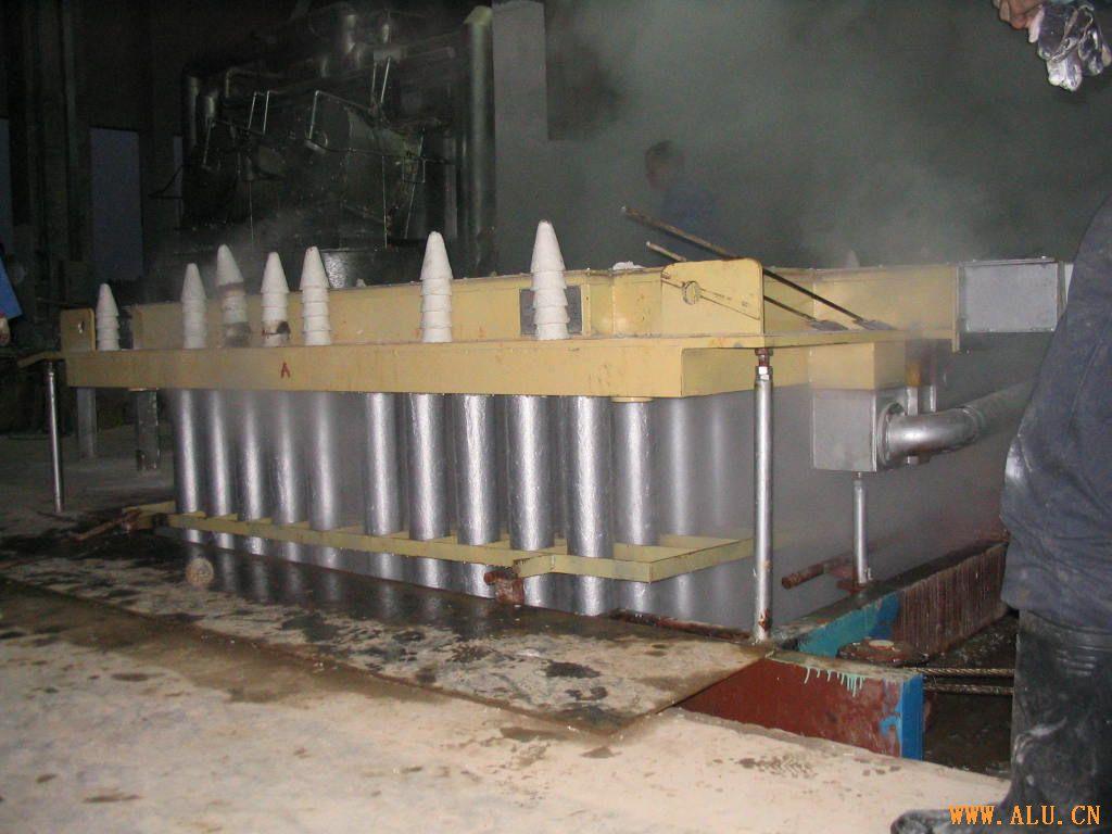 同水平热顶铸造设备